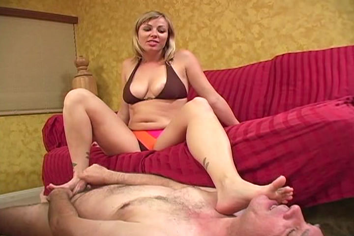 Amazing big assed babe plays with him