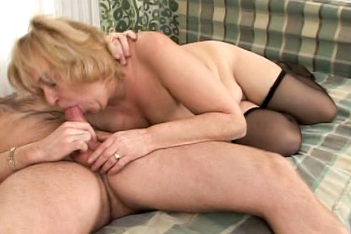 Horny blonde granny Everlin sucks cock and fucks