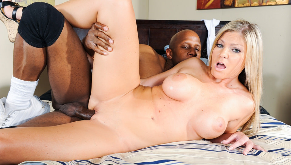Sexy Brianna Brooks fucks with ebony dude