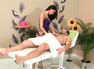 Massage Me Intensely Escena 1