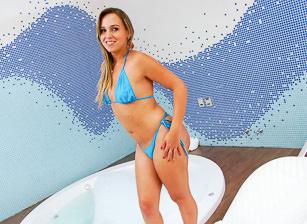Caroline Ponciano, Scène 1