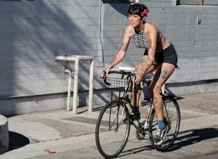Bicycle Babe, Scène 1
