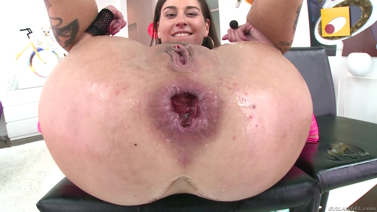 Blonde whore sucks cock and gets mouth filled with cum 7