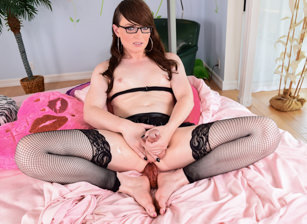 Bespectacled T-Girl's Jack Session