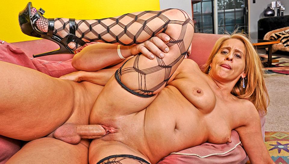 Fetish sluts in stockings love fisting